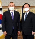 This photo, provided by the prime minister's office, shows Prime Minister Kim Boo-kyum (R) and Turkish foreign minister Mevlut Cavusoglu posing for a photo ahead of their meeting in Seoul on Oct. 22, 2021. (Yonhap)